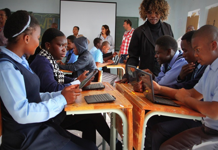 Children in Polokwane use tablets connected to the internet via Microsoft's TVWS trial in 2013.