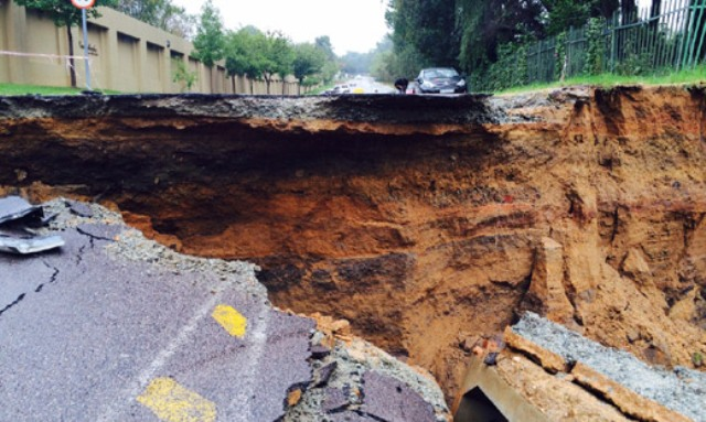 Coleraine Drive collapses in March, image from MyJoburg.com