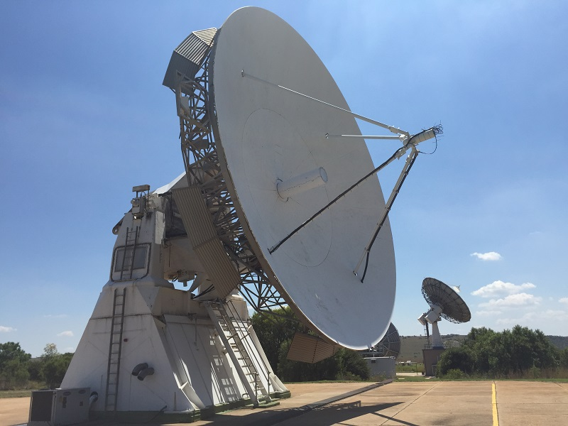 One of the largest antennas at Sansa.