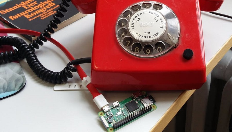 This Raspberry Pi rotary phone calls you when a server goes down