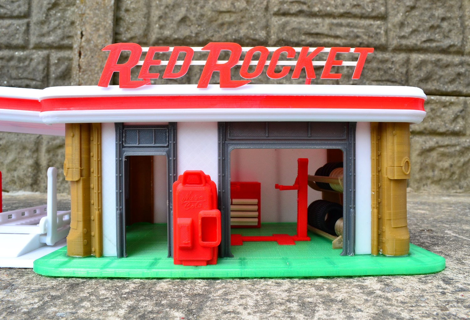 See Fallout 4's Red Rocket truck stop before the bombs with
