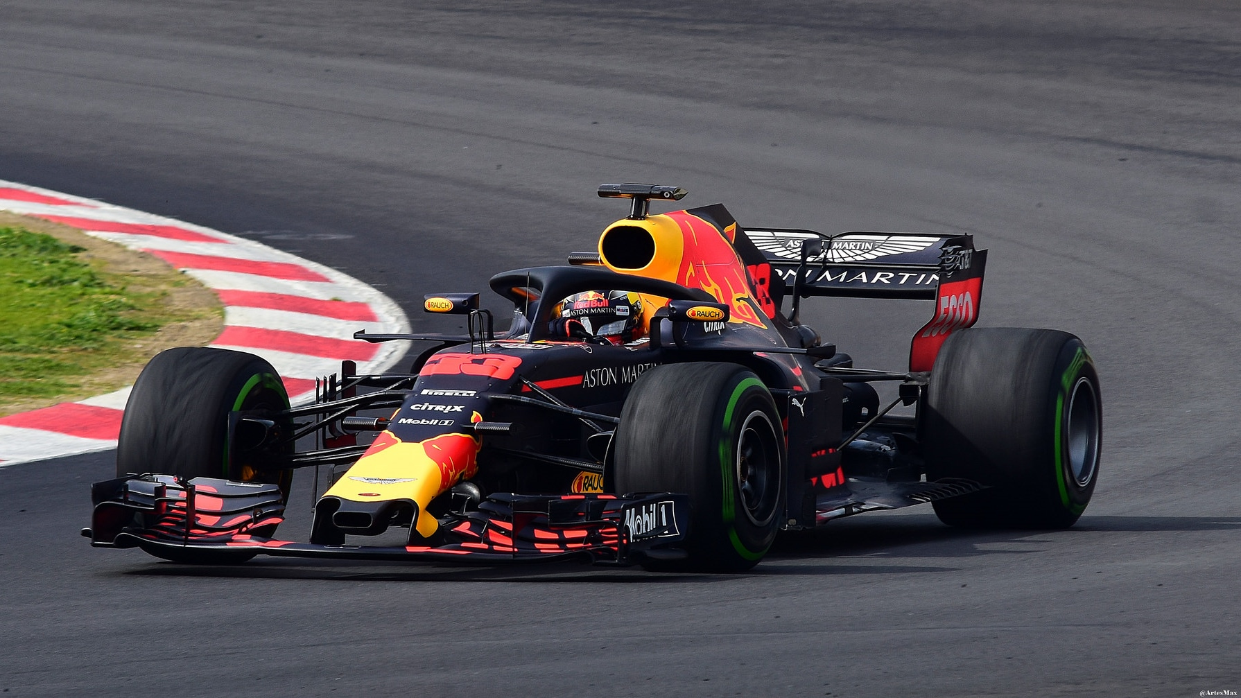 How Aston Martin Red Bull Deals With All The Data Its F1 Cars Generate Htxt Africa